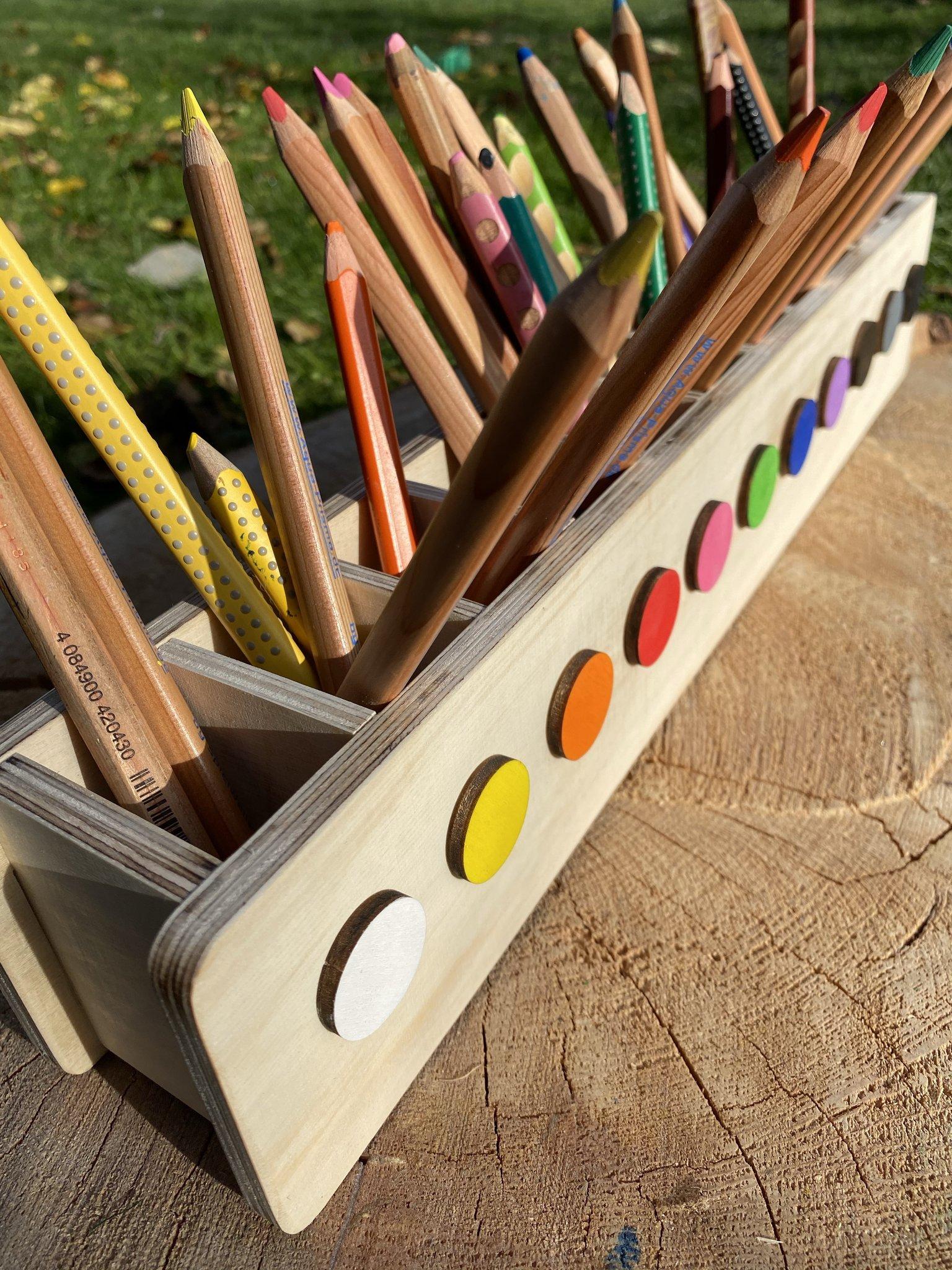 Stifteheld mit Farben